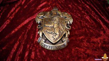 早速ハリポタグッズコレクションに行ってきた!グリフィンドール紋章のウォールアートとホグワーツエクスプレスのサイン