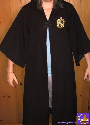 本物のハッフルパフの学生ローブを欲しい方は必見じゃ♪売りに出されておる。映画の衣装(prop)