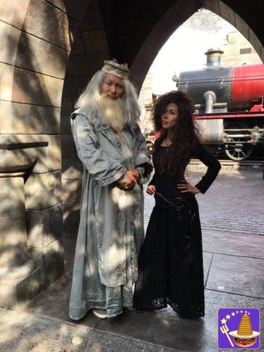 【USJハロウィン仮装】ベラトリックスとダンブルドアとハリー 魔法界ホグズミード村の散策を楽しむ♪