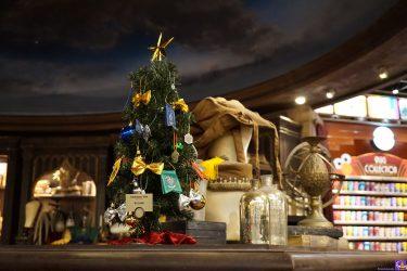 新商品ハリーポッター クリスマスツリー 12,000円とホグワーツ特急と紋章のオーナメント(飾り)が登場(USJ)