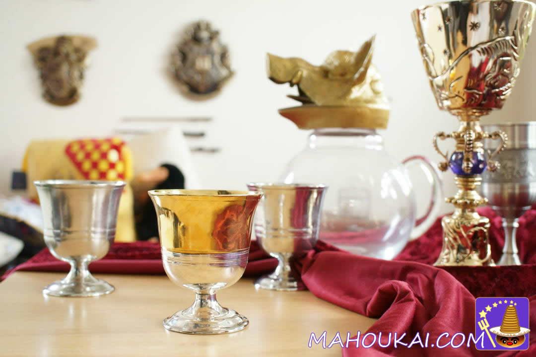 ホグワーツの金色ゴブレット、ピッチャー、ダンブルドアのカップ