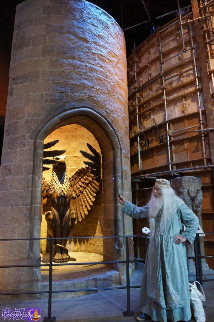 ダンブルドア校長室の入口『グリフィン像のリフト(エレベーター)』ハリーポッタースタジオツアー