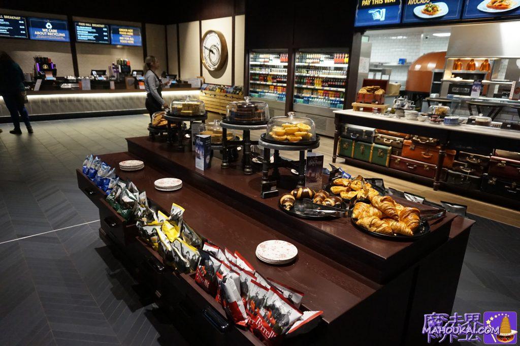 THE FOOD HALL(フードホール(フードコート))焼き菓子とパンの写真 ワーナーブラザース ハリーポッタースタジオツアー(ロンドン)