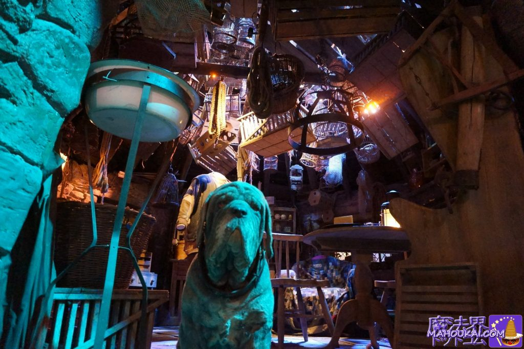 ハグリッドの小屋(HAGRID'S HUT)実物大のハグリッドとファング♪ ワーナーブラザース ハリーポッタースタジオツアー(イギリス/ロンドン)