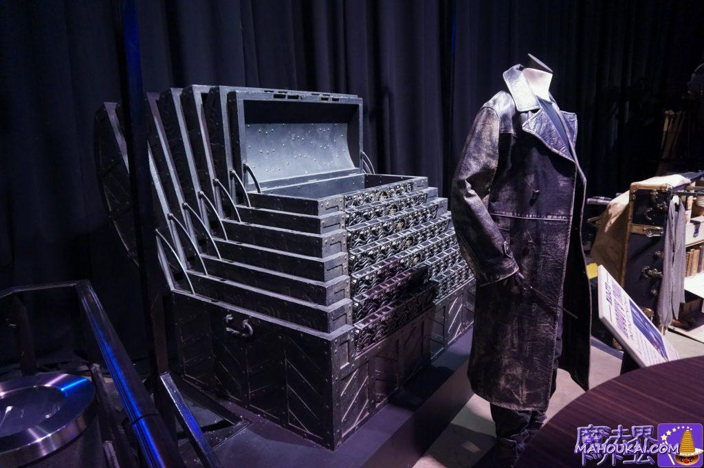 アラスター・ムーディー先生のトランクとクラウチJrの衣装 ワーナーブラザース ハリーポッタースタジオツアー(イギリス/ロンドン)