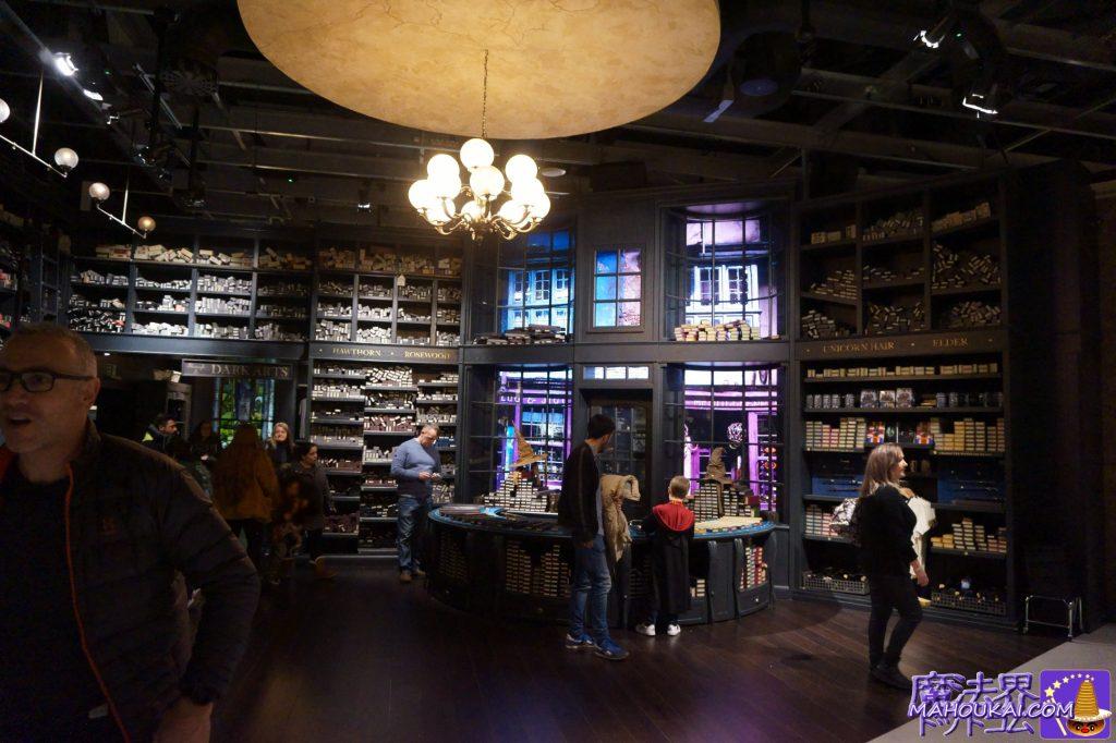 オリバンダー杖店レイアウトのグッズショップ スタジオショップ(Studio Shop) ワーナーブラザーススタジオツアー メイキング・オブ・ハリーポッター(イギリス/ロンドン)