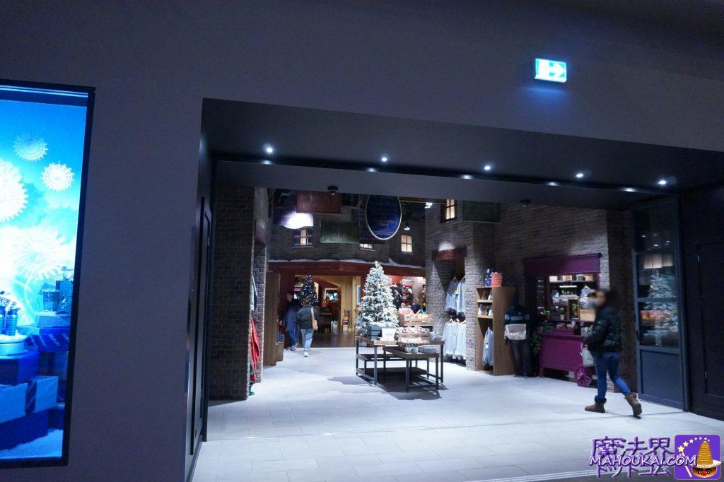 グッズショップ スタジオショップ(Studio Shop)ハブエリア出入口  ワーナーブラザーススタジオツアー メイキング・オブ・ハリーポッター(イギリス/ロンドン)