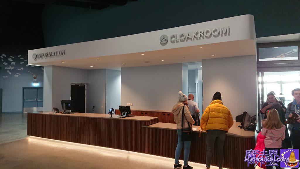 インフォメーションカウンター(Infoation):質問、相談はここへクローク(Cloakroom):邪魔な荷物は預けましょう。ワーナーブラザースのスタジオツアー(ロンドン)