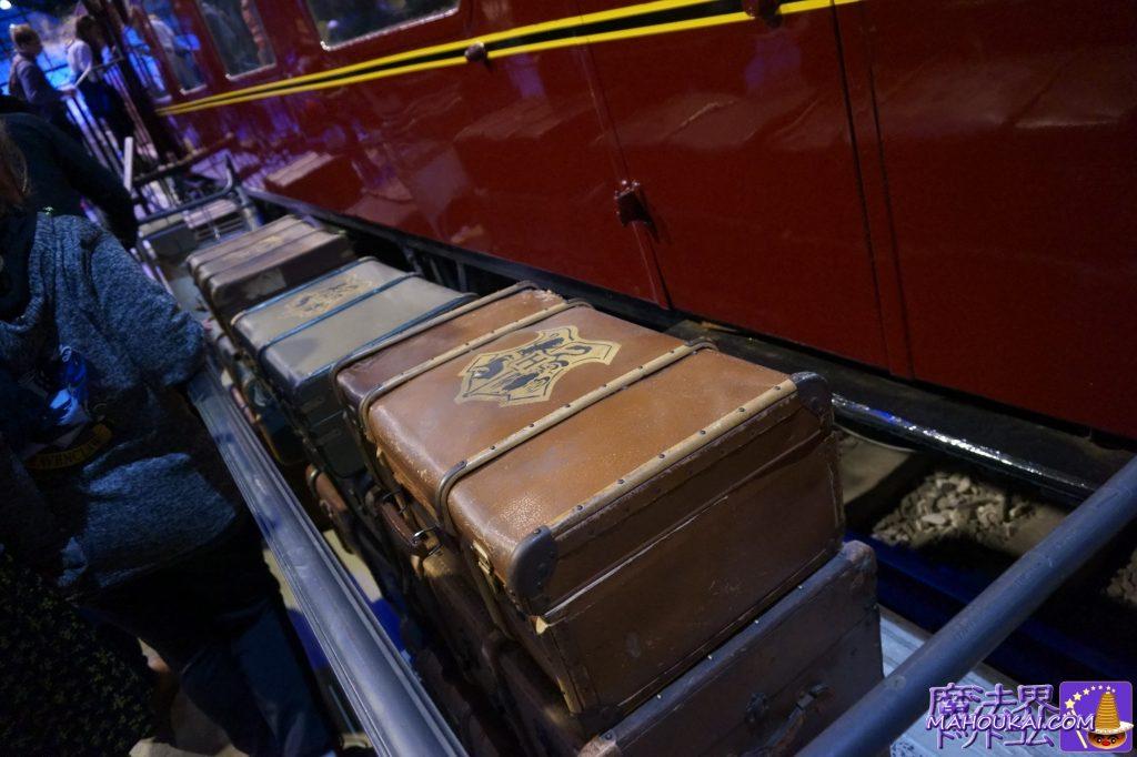 写真のトランクは客車の横に展示してあるPROP(小道具)トランク