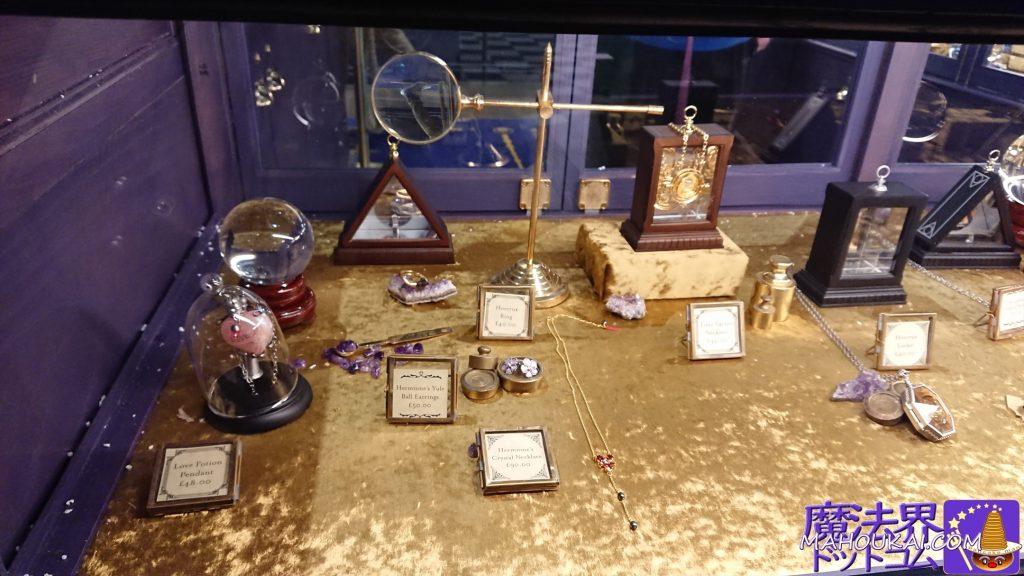 ノーブルコレクションののレプリカグッズに加え、ペンダントや宝飾系アクセサリーお豊富