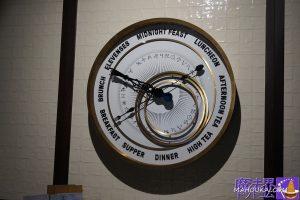 魔法界の時計のような大きな時計がユニーク