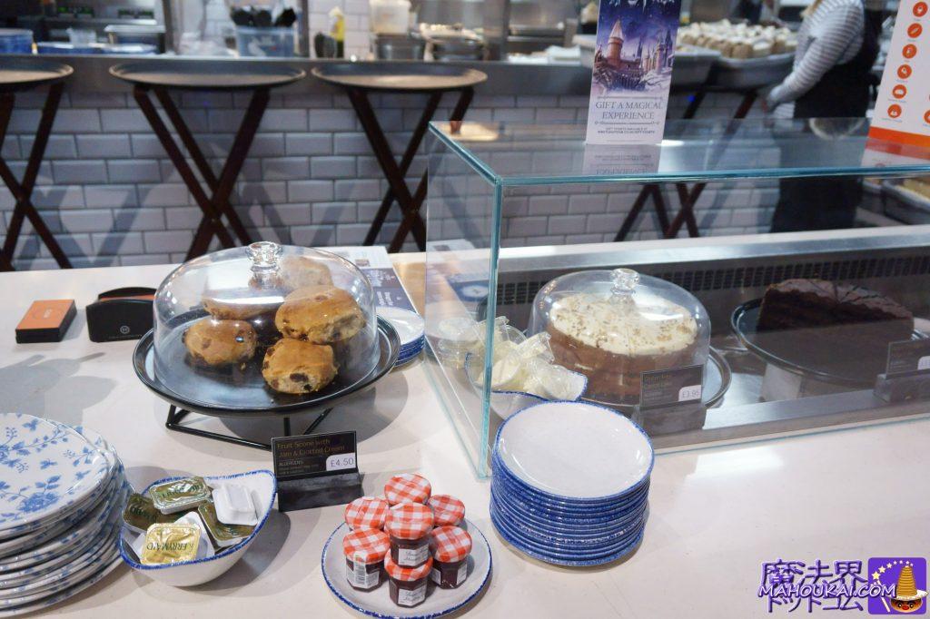 Fruit Scone with Jam & Clotted Cream(フルーツ スコーン)4.50£Gluten Free Carrot Cake(グルテンフリーのキャロットケーキ) 3.95£