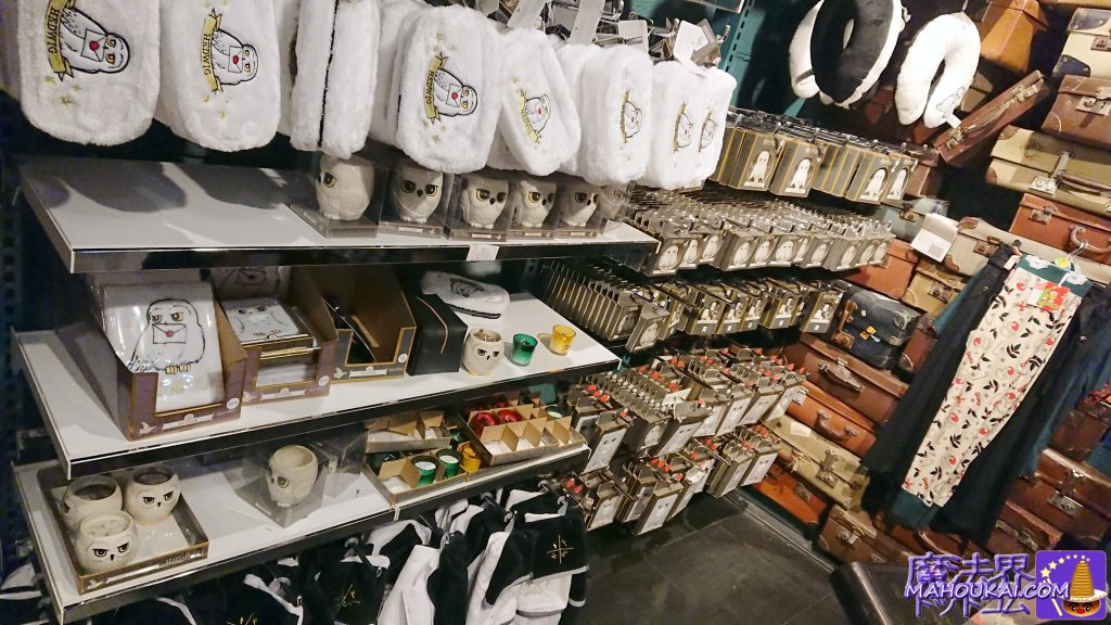 ヘドウィグのポーチ、マグカップ、ネックピロー等ヘドウィググッズも豊富!!!