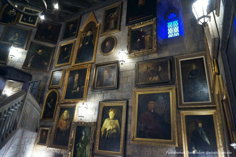 【隠れスポット】ニュート・スキャマンダー教授の肖像画は2種類ある。ホグワーツ城内の2か所にじゃ(USJハリポタ)魔法使いパンケーキマン・ダンブルドア