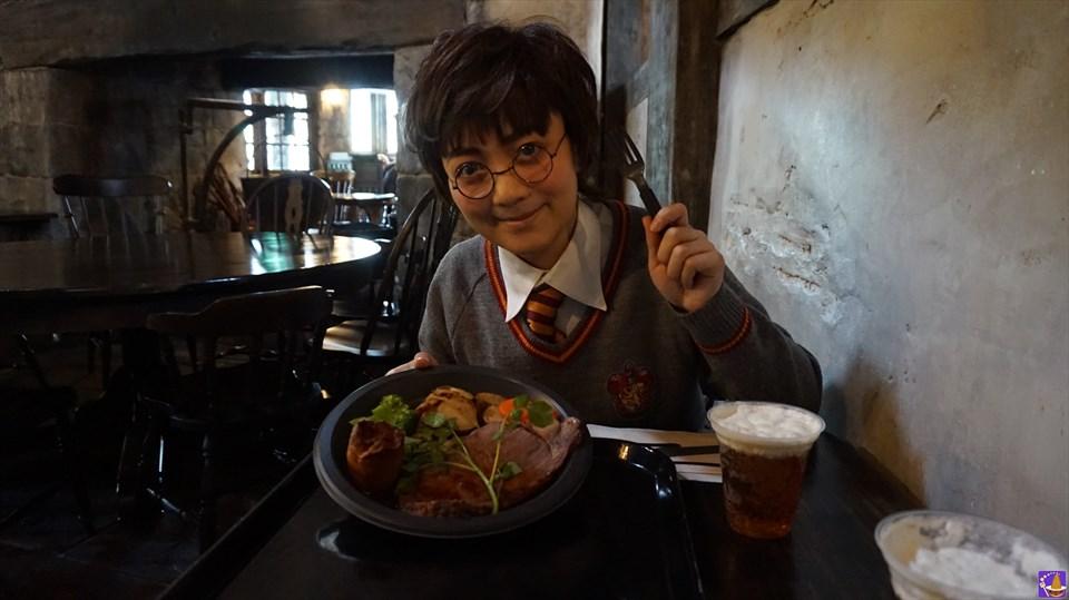 絶品ローストビーフ♪魔法界のご馳走を三本の箒で食べよう!(USJハリポタ)魔法使いパンケーキマン ダンブルドア