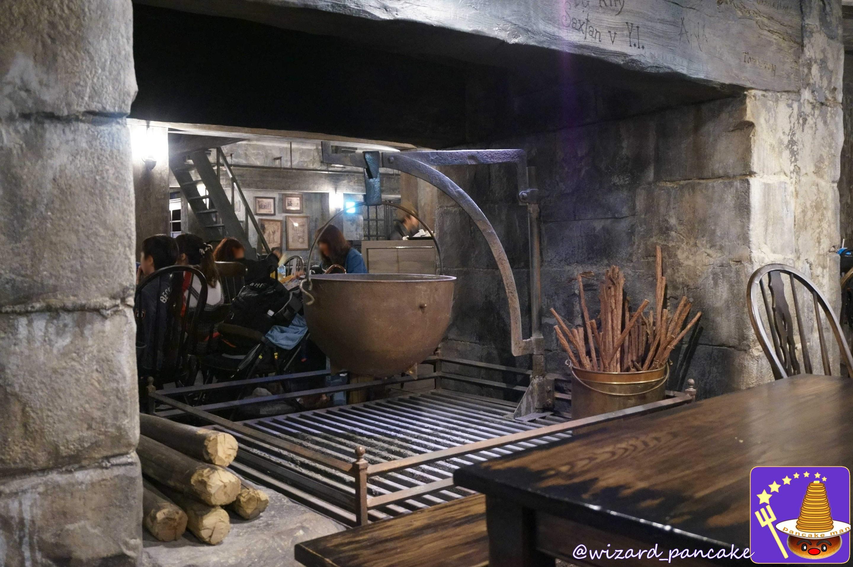 三本の箒 大鍋のある暖炉(USJハリーポッター)