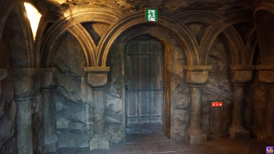 【隠れスポット】セブルス・スネイプ先生の部屋のドアと隻眼の魔女の像を見に行こう♪ハリポタジャーニーのキューラインが変更中♪魔法使いパンケーキマン ダンブルドア