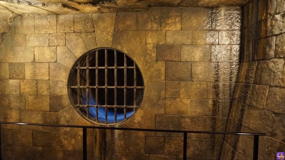 【隠れスポット】諸君らは『みぞの鏡』を見れるかの?蛇語(パーセルタング)厳禁のバジリスクのパイプ♪魔法使いパンケーキマン・ダンブルドア