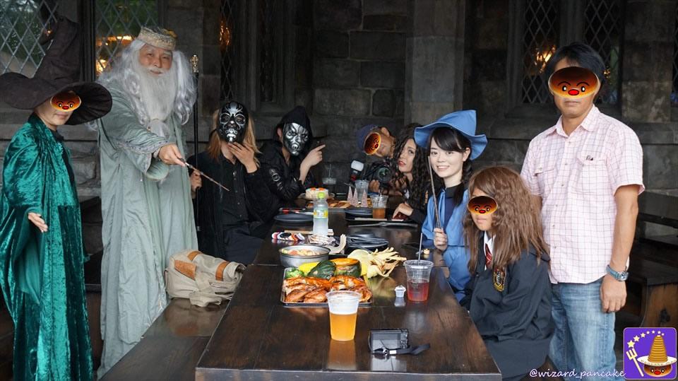 三本の箒のハロウィン限定料理『ハロウィーン・フィースト』のカボチャ・グラタンは絶品じゃw♪(USJハリポタホグズミード村)魔法使いパンケーキマン・ダンブルドア
