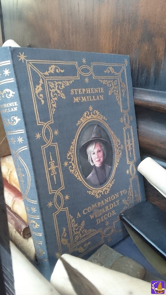 ステファニー・マクミラン(STEPHENIE MCMILLAN)魔法使いの美術装飾担当の一人(A COMPANION TO WIZARDLY DECOR)USUハリポタ 魔法使いパンケーキマン