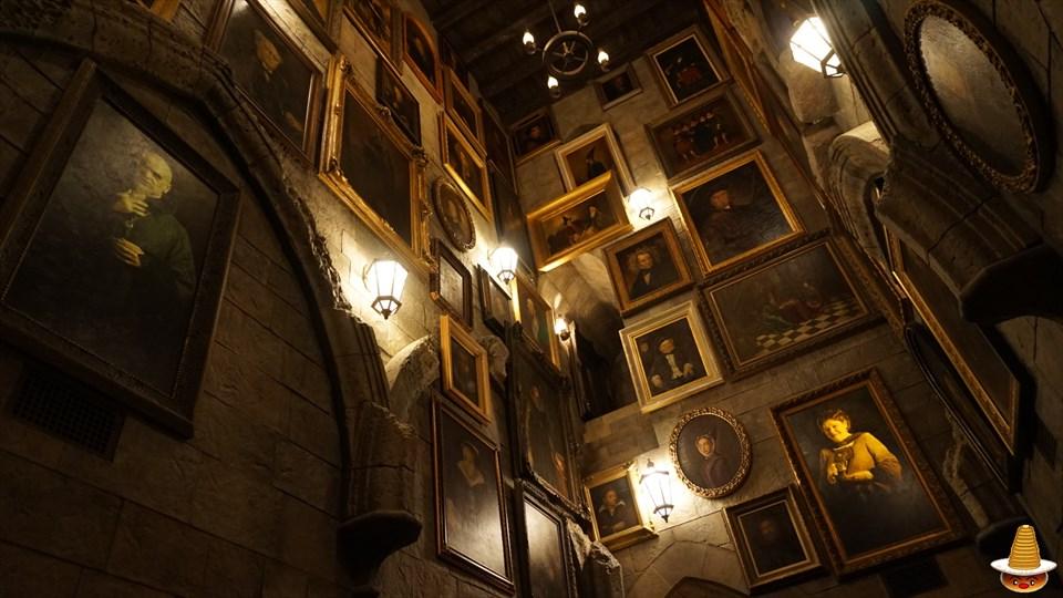 ホグワーツキャッスルウォーク 動く肖像画(絵) ホグワーツ城見学 USJハリーポッター エリア