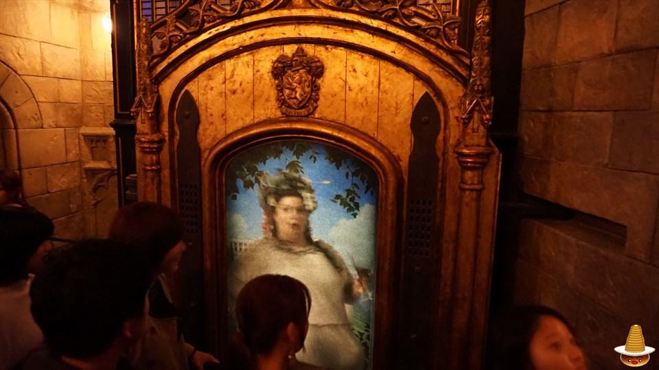 ホグワーツキャッスルウォーク グリフィンドールの談話室の入口 太ったレディ ホグワーツ城見学 USJハリーポッター エリア