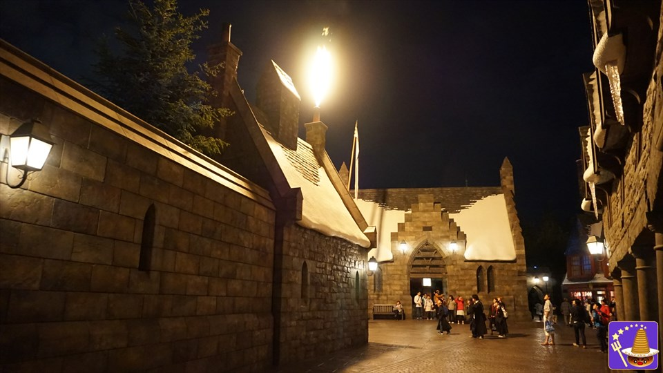 魔法の杖スポット ワンド・マジック/マジカルワンド USJハリポタ魔法界 魔法使いパンケーキマンダンブルドア ホグズミード村の壁上の煙突:魔法の杖スポット